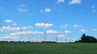 Landschappen Elektrische palen en wolken