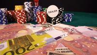 Spielgeld, Chips und die roten Würfel