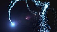 Helle blaue Lichter tanzen im schwarzen Hintergrund