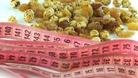Meetlint Met Gouden Rozijnen En Geroosterde Kikkererwten