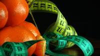 Mandarinas y cintas métricas giratorias