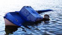 Un viejo naufragio puesto abandonado en la playa