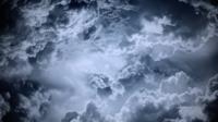 Dunkle Wolken - Flug durch Wolken