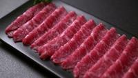 Rohes Rindfleisch in Scheiben geschnitten