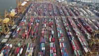 Export- och importvaror för kommersiell hamn och tusentals containrar