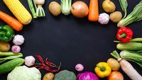 Bovenaanzicht stop motion groenten op zwarte achtergrond.
