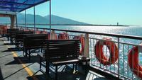 Veerboot reizen op de Egeïsche zee in de stad Izmir