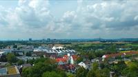 Panoramisch uitzicht over Frankfurt en wolken time-lapse