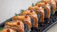 Lachssushi-Rolle