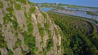 Montagne et route calcaire