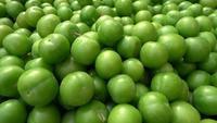 Ciruelas verdes frescas