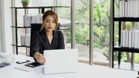 Femme affaires, fonctionnement, bureau