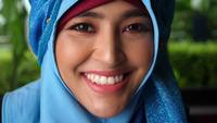 Close up Portrait of muslim business woman smiling look at camera