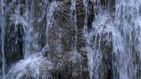 Stäng upp vattenfallet med dagsljus och ljud