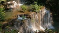 Huay Mae Kamin vattenfall i det Kanchanaburi landskapet, Thailand