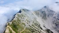 Een vlucht over de bergtoppen