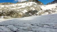 Voando pelas geleiras da montanha Tonale Pass