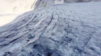 Vliegen over de gletsjers van de Tonale Pass