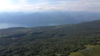 Survoler la forêt et les collines