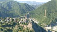 Vue aérienne du village de Brugnello, Val Trebbia, Italie
