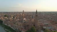 Paisaje urbano de Verona con campanario