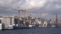 Guindastes de torre em montagem em Istambul Karakoy, Turquia.
