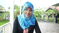 Muslimische Frauen tragen Gesichtsschutz