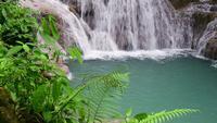 Bela cachoeira na Tailândia.