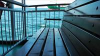 Ferryboat Seat och Transporter Ship Behind