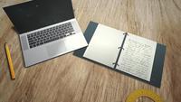 Escritorio con notebook y laptop