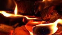 Llamas ardientes de madera