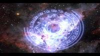 Energía azul estrella mágica girando sobre fondo nebulosa