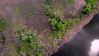 Rörelse över små vilda öar vid floden Dnjepr.