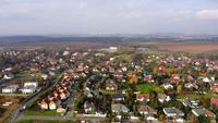 Luchtfoto van een dorp in 4 K