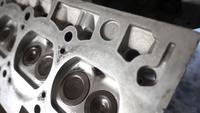 Gammalt bilcylinderhuvud