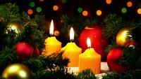 Julstearinljus och dekoration för nytt år