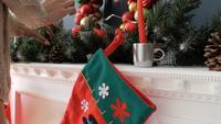 Bota navideña en la chimenea